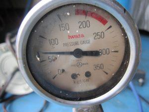 エアレスポンプ 圧力計